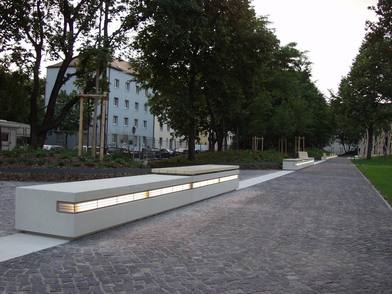 St Platz München georg freundorfer platz münchen illuminated concrete benches http