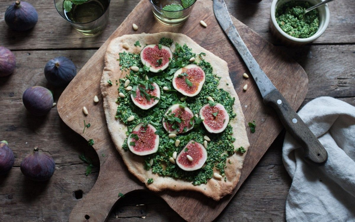 Fig and Kale Pesto Pizza [Vegan] | One Green Planet