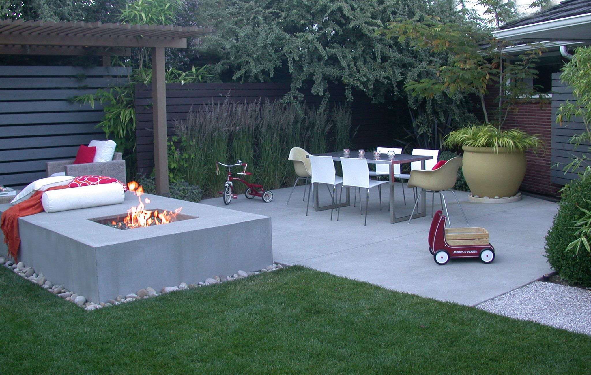 love this modern design for an urban backyard terra bella