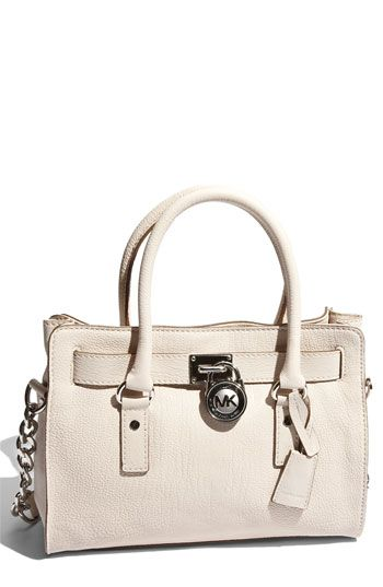 c66899f22545 Michael Kors and his handbags are my dream. This vanilla and it s  structure. It is the perfect size. Easy to find anything in there.