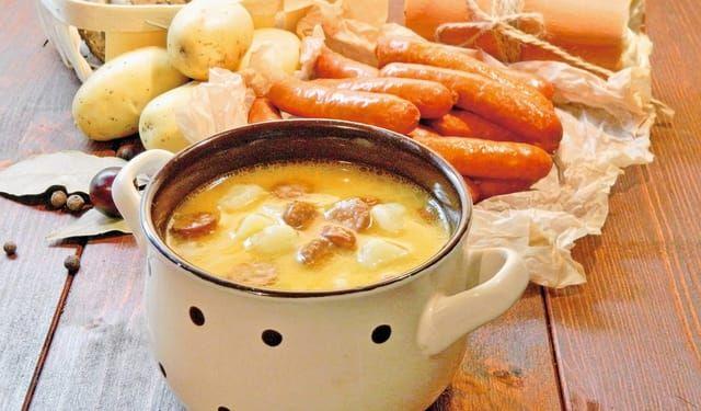 Už ste ju skúšali? Bryndzová polievka s klobáskami | DobreJedlo.sk
