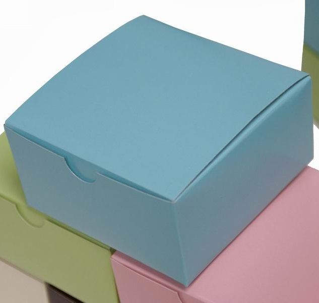 Pin By Vicky Joyner On Decor Ideas Turquoise Cake Wedding Favor Boxes Candy Gifts