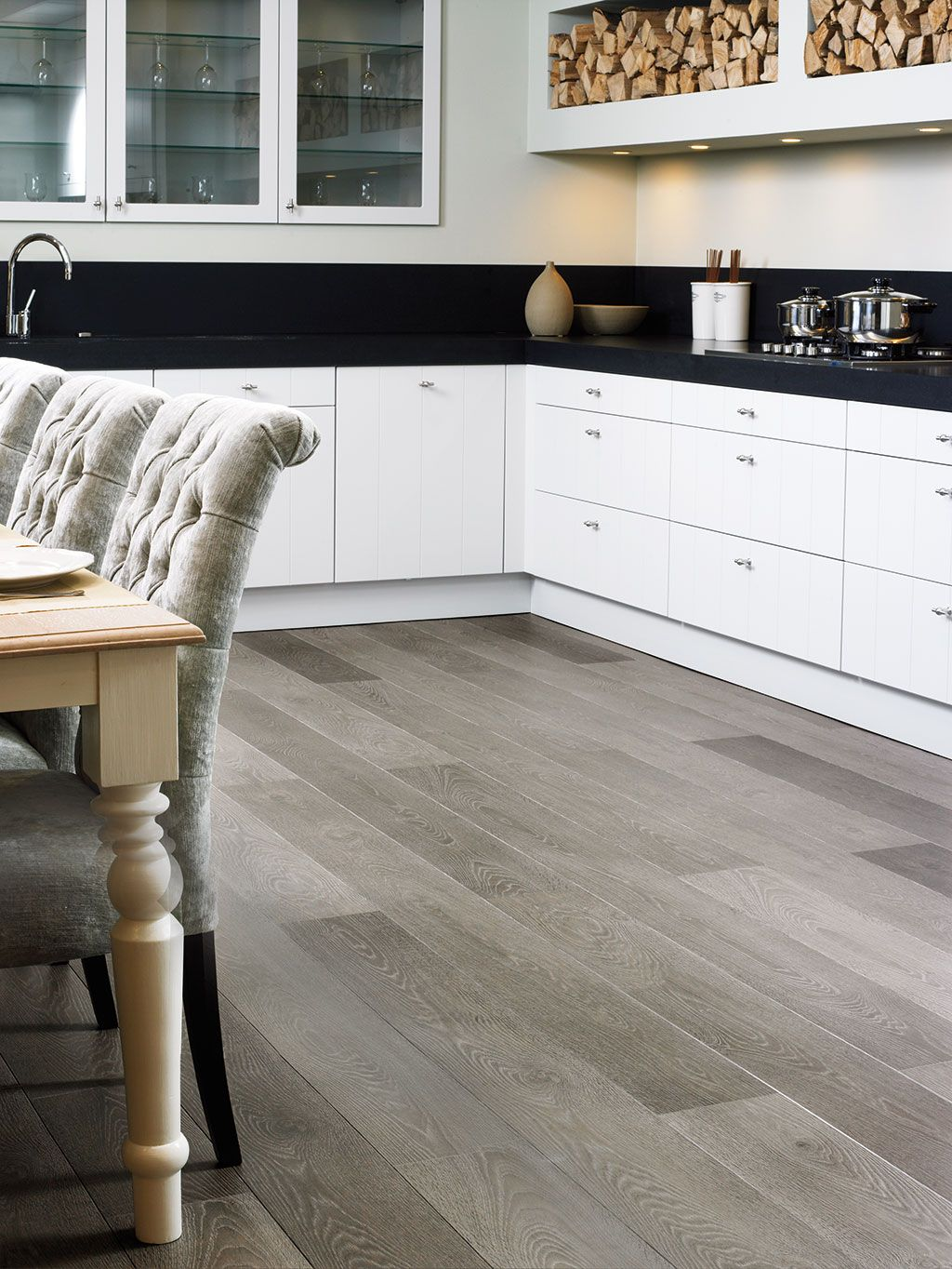 quick step laminate flooring largo 39 grey vintage oak planks 39 lpu1286 in a classic kitchen. Black Bedroom Furniture Sets. Home Design Ideas