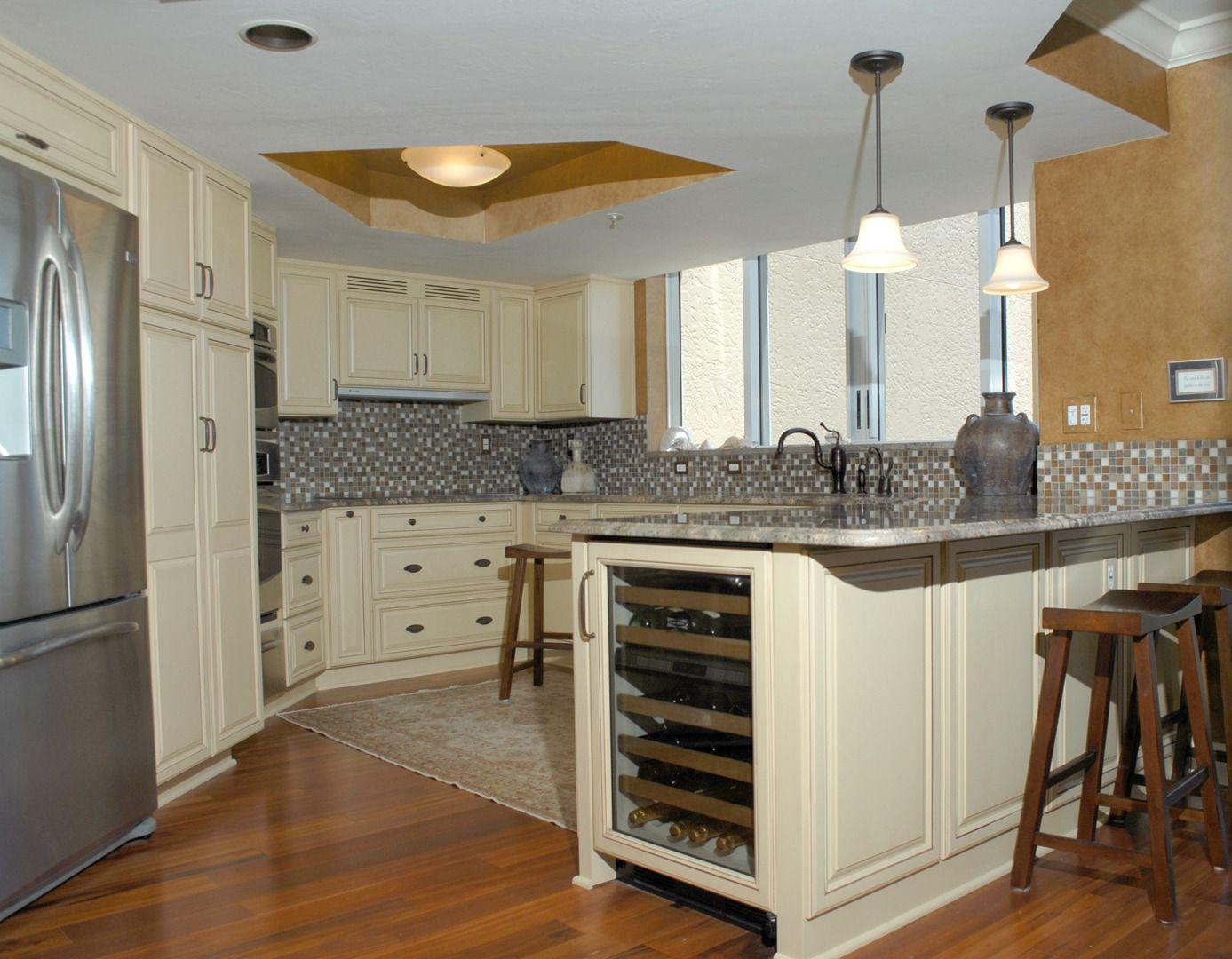Remodeling Kitchens And Bathrooms Alley Design To Build Naples Fl Kitchen Remodel Kitchen Cabinet Remodel Transitional Kitchen Design