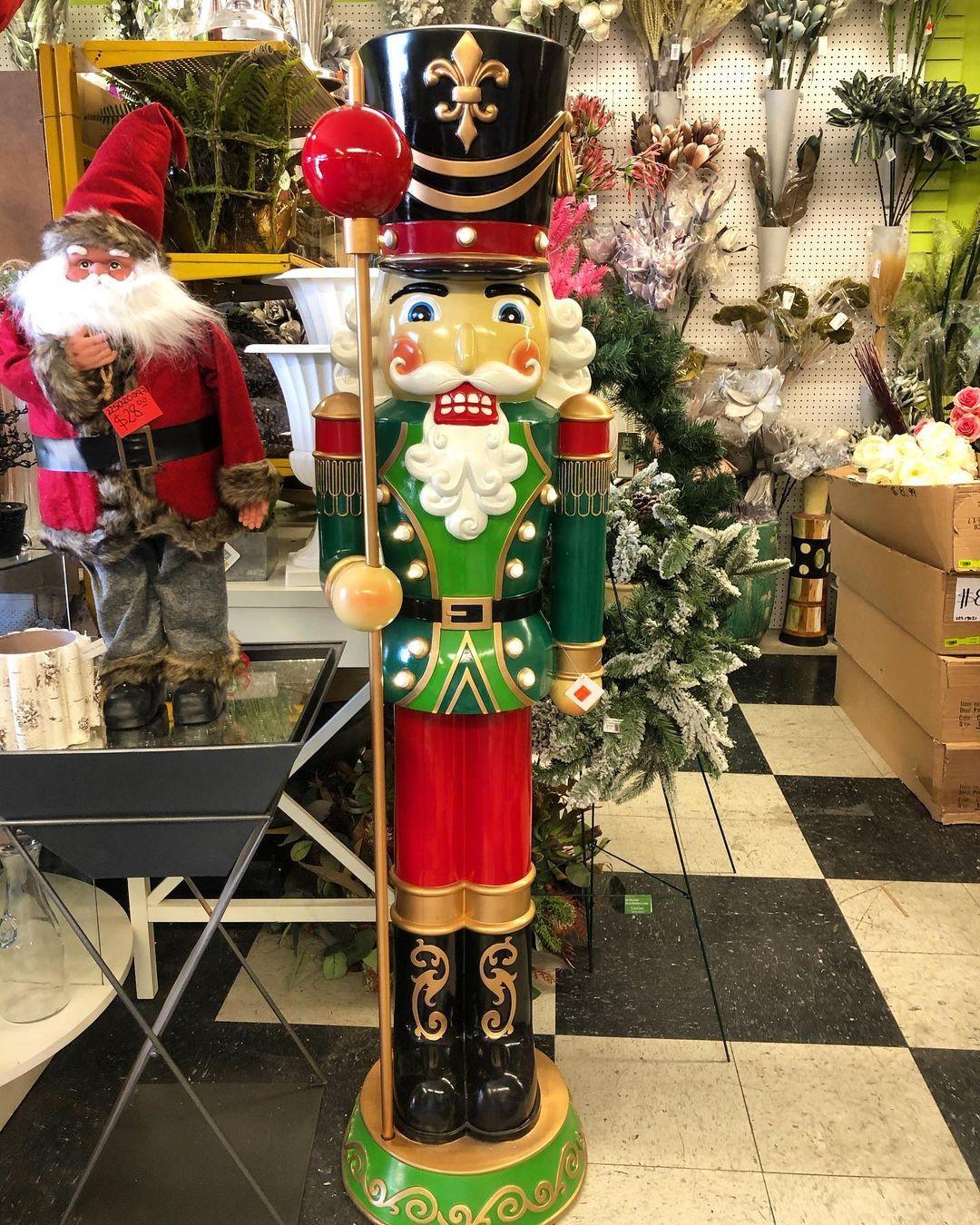 𝘉𝘦𝘢𝘶𝘵𝘪𝘧𝘶𝘭 𝙉𝙪𝙩𝙘𝙧𝙖𝙘𝙠𝙚𝙧 to decorate your home . . . . . . #homedecor #shoplocal #supportsmallbusiness #artificialflowers #christmas #christmasdecor #nutcracker #christmasvibes #laredotexas