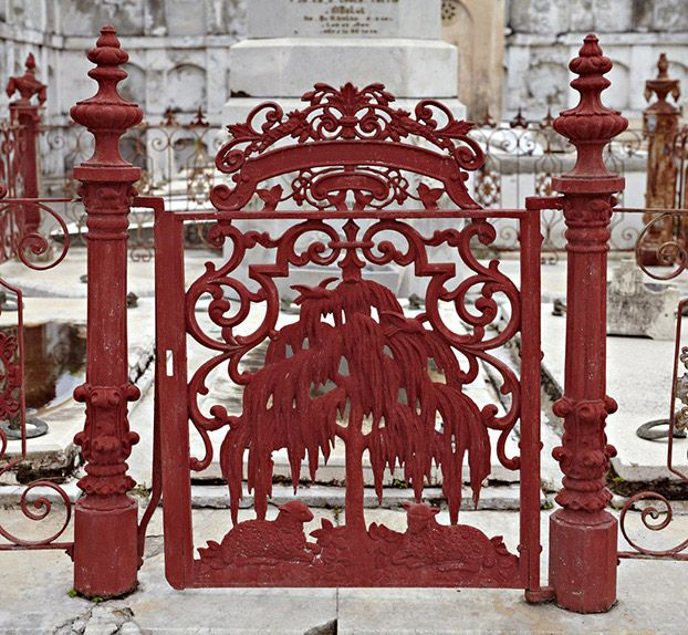 Photo Credit: Richard Sexton. Cemetery gate, Cementerio La Reina; Cienfuegos, Cuba; 2009.
