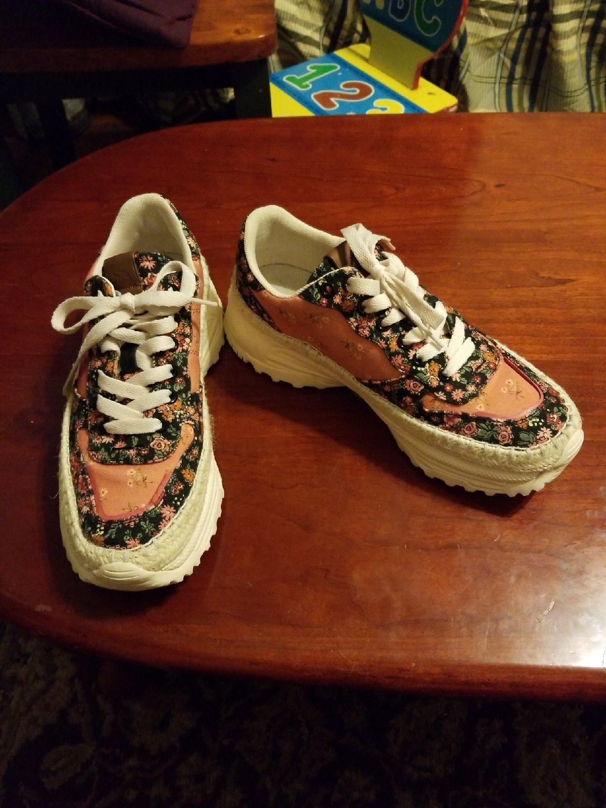 Coach flower Sneakers size 9. Worn 3