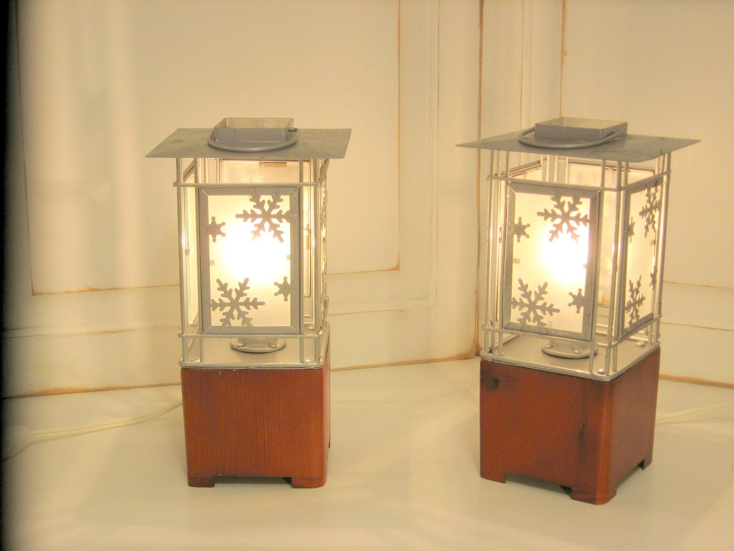 Set of 2 Lantern Accent Lights for Mantle Book by benchmarklights