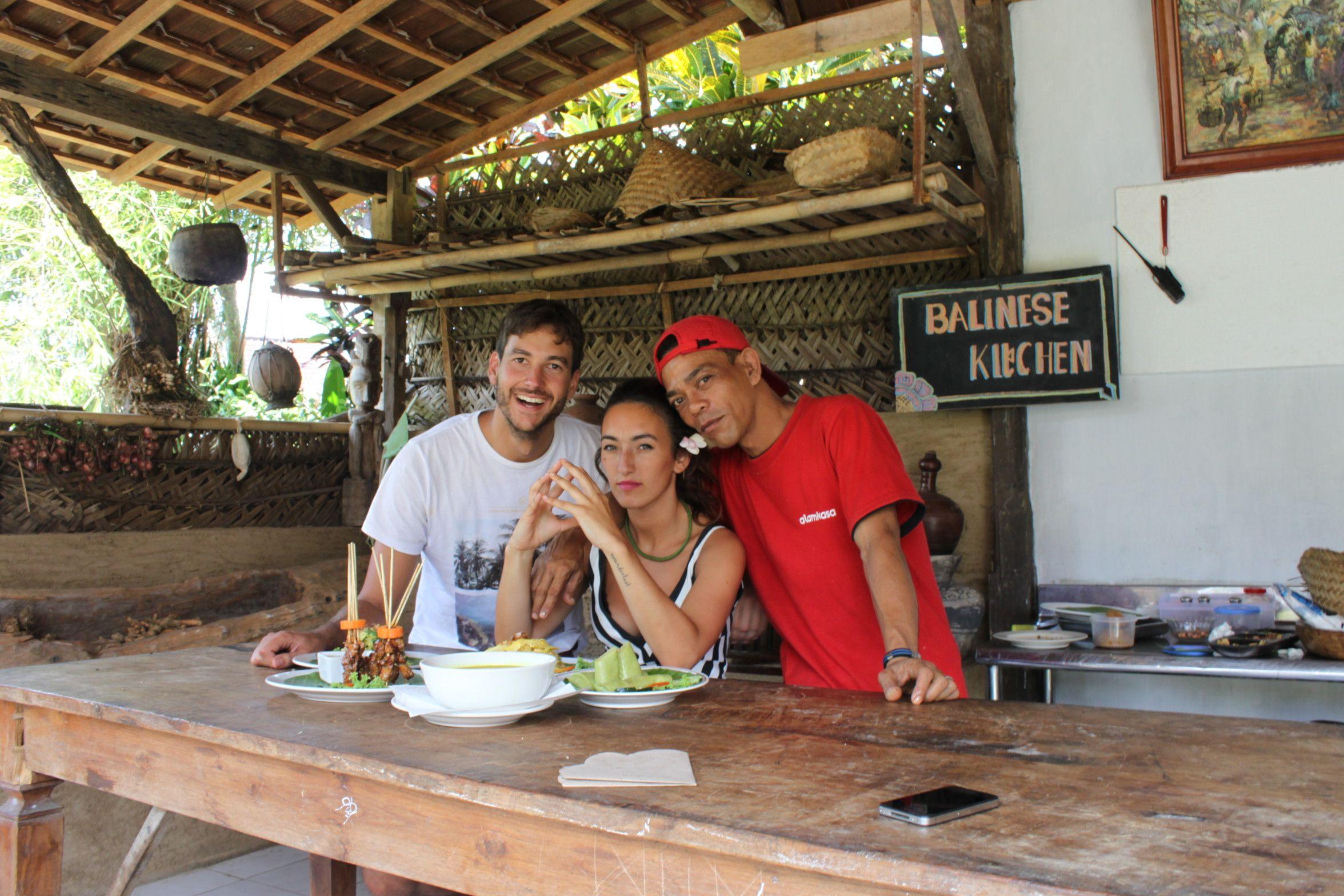 El profesor del curso de cocina indonesia no tenían ni puñetera idea de inglés, pero las risas que nos echamos se escucharon desde Pekín.