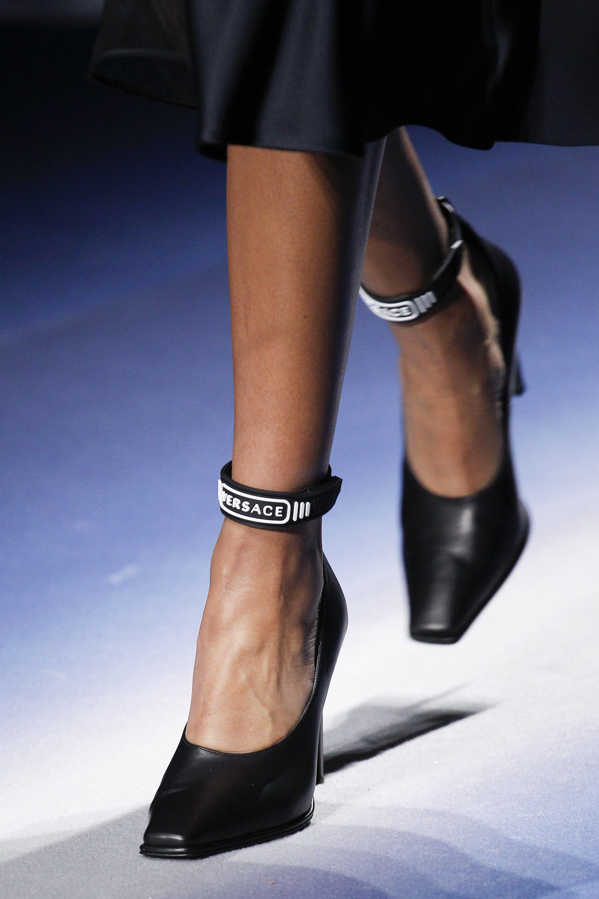 In Fall 2017 Fashion Versace Show To Ready Wear 2019Shoes hsdrCxtQB