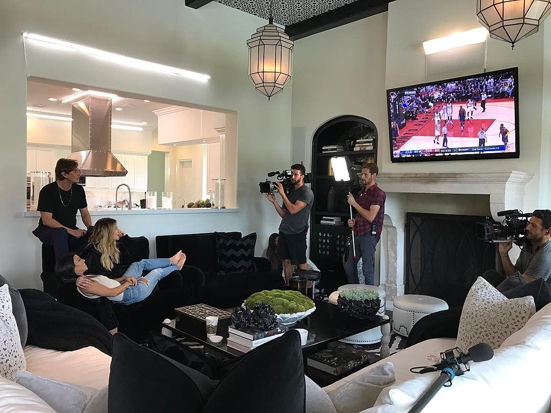 """Khloé on Instagram: """"We never film us watching TV but tonight we made an exception! LOL #CavsNation"""""""