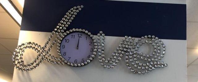 Details zu Moderne Love Design Uhr mit Glitzersteinen als - moderne wanduhren wohnzimmer