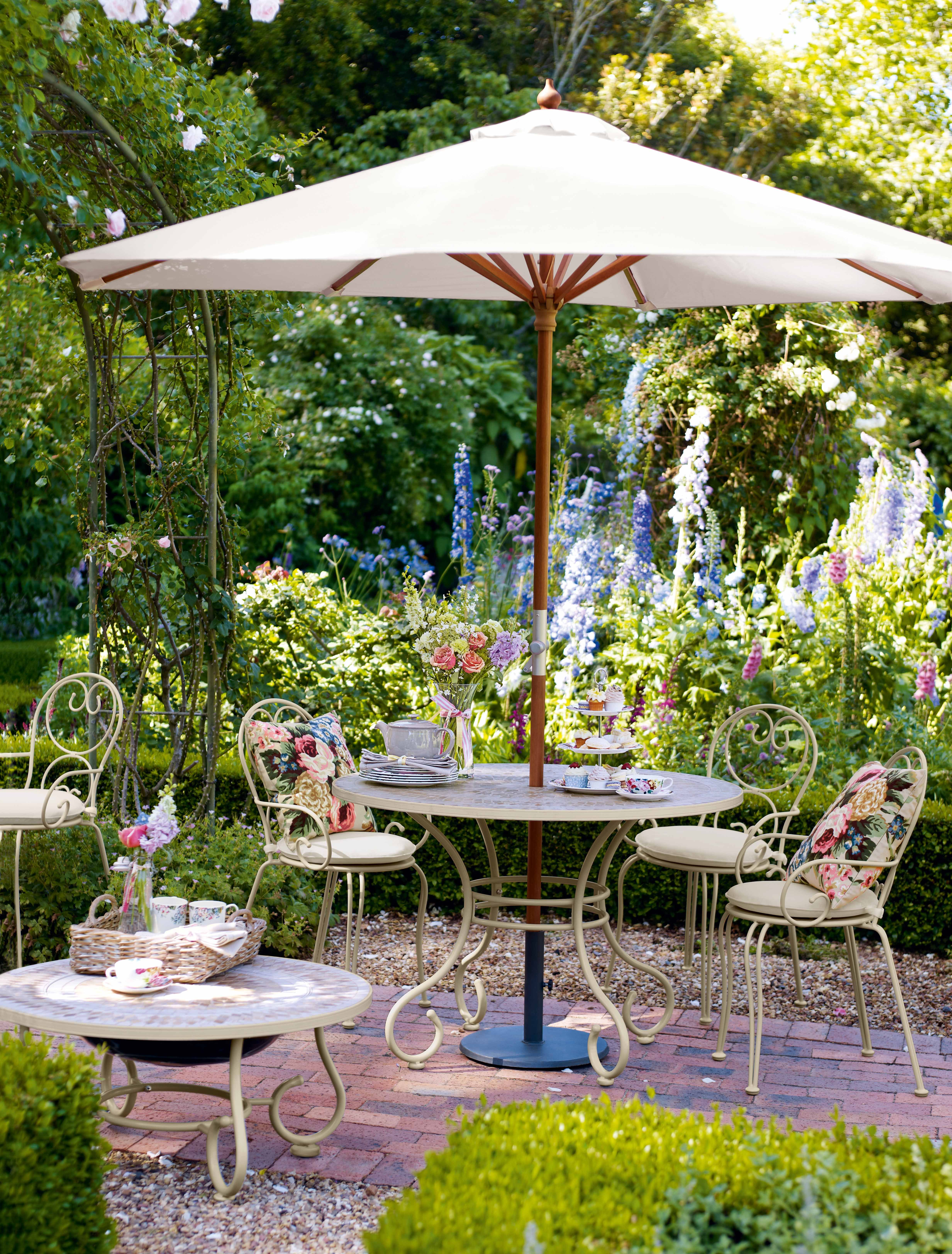 Garden Walk Dining: A Walk Through The Garden