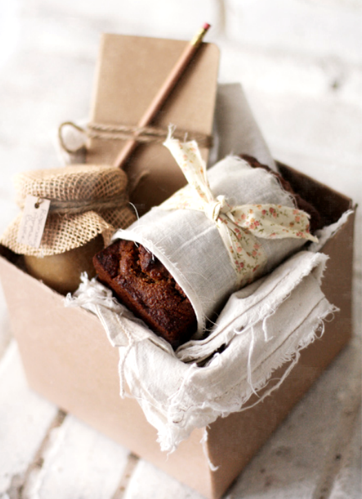 mini gift basket - great for a gift for a hostess at your next dinner party