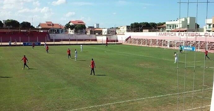 Estádio Joaquim Calmon - Linhares (ES) - Capacidade: 2 mil - Clubes: Linhares FC e Sport Linharense