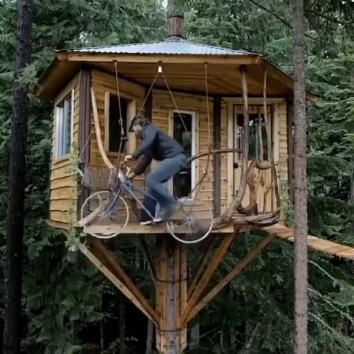 credit beautifulltraveling This treehouse in Oregon is so epic 🏚🌲 Tag someone you d stay here