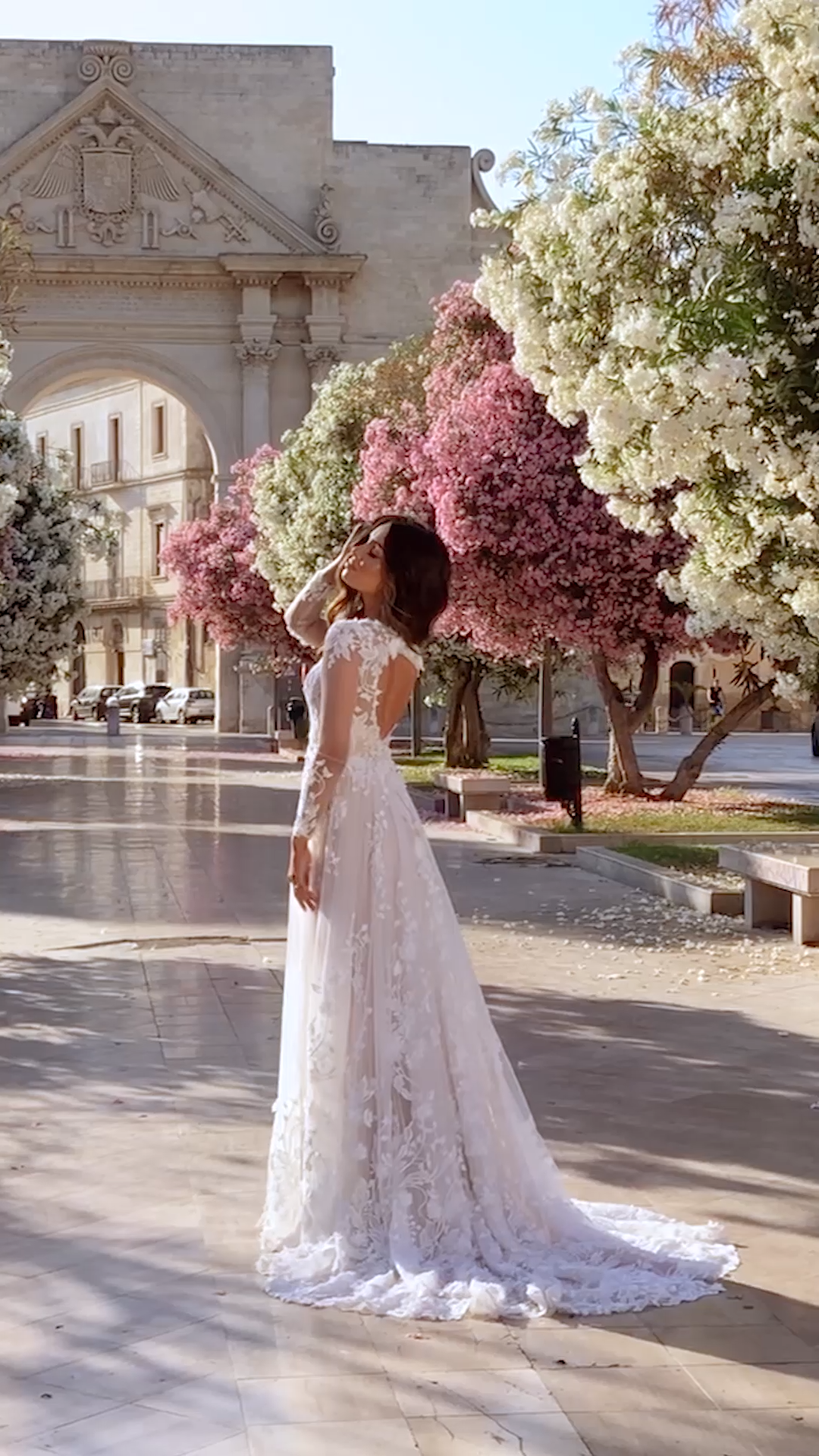 The Meadow Gown By Madi Lane Bridal Bridal Bryllupskjole Gown Simple Elegant Wedding Dress Wedding Dresses Elegant Wedding Dress [ 1920 x 1080 Pixel ]