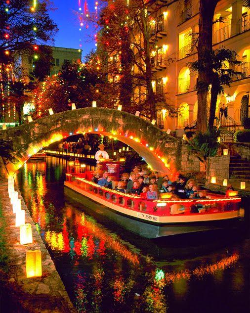 Riverwalk San Antonio Christmas.San Antonio Riverwalk At Night During The Christmas Season