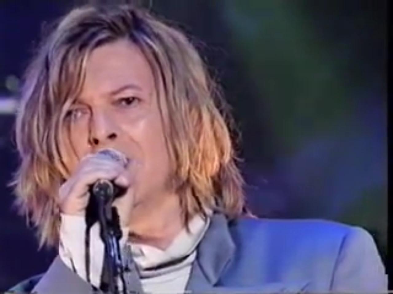 Gratuitous Long Hair Bowie Post 2000 Long Hair Styles Hair Bowie