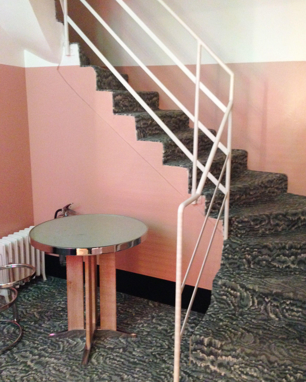Stair pink. paris. Restaurant . Klay