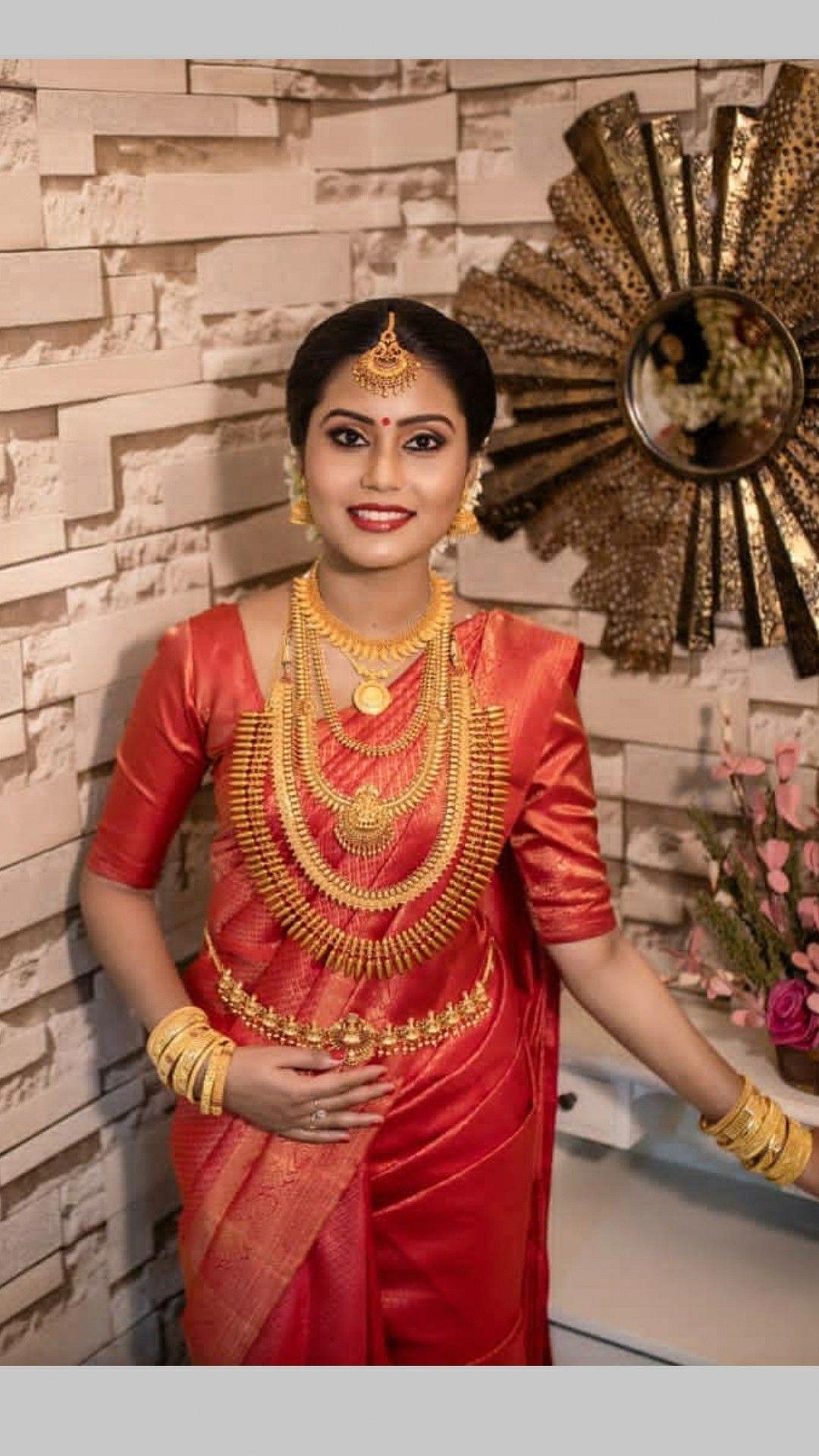 #bridaljewellerypink   Indian wedding outfits, Bridal hairstyle indian wedding, Kerala wedding saree