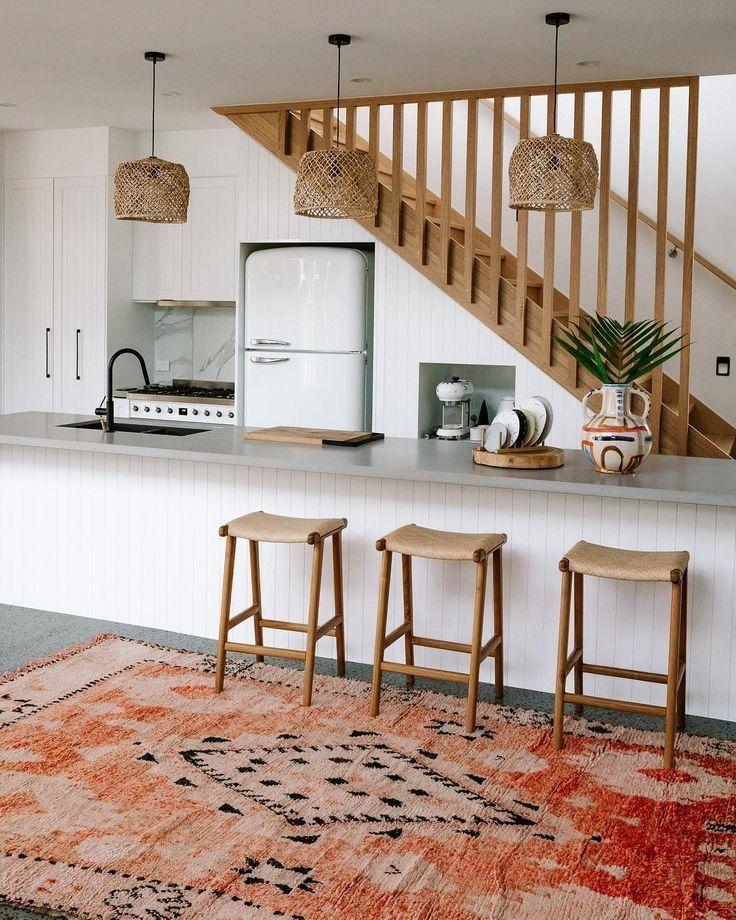 Esprit boho garantit dans la cuisine avec un tapis d'inspiration berbère coloré