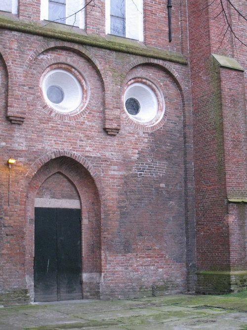 Writing Prompt: What's the building saying?