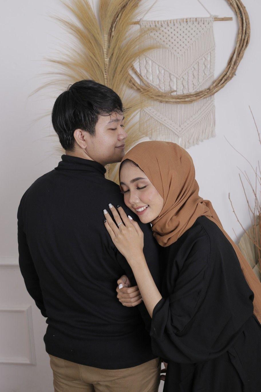 Prewedding Ideas Indoor Hijab