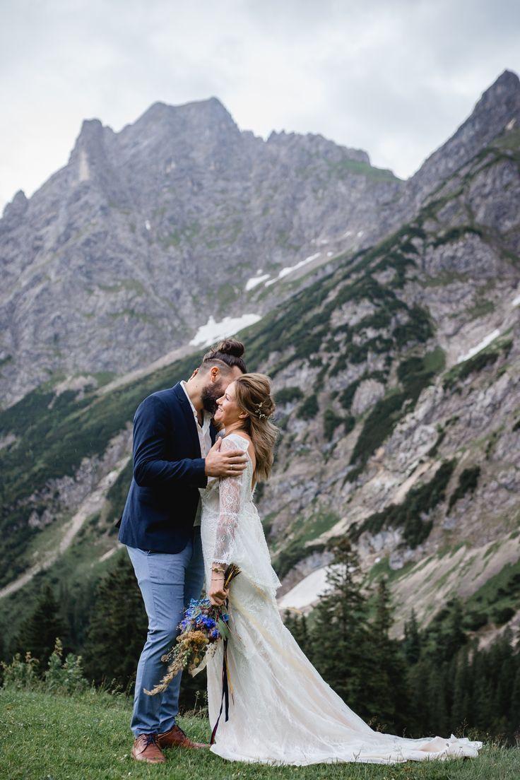 Umsaumt Von Saftigen Almen Oder Schneehangen Inmitten Von Majestatischen Gipfeln Heiraten I Wedding Shots Couple Photos Photo