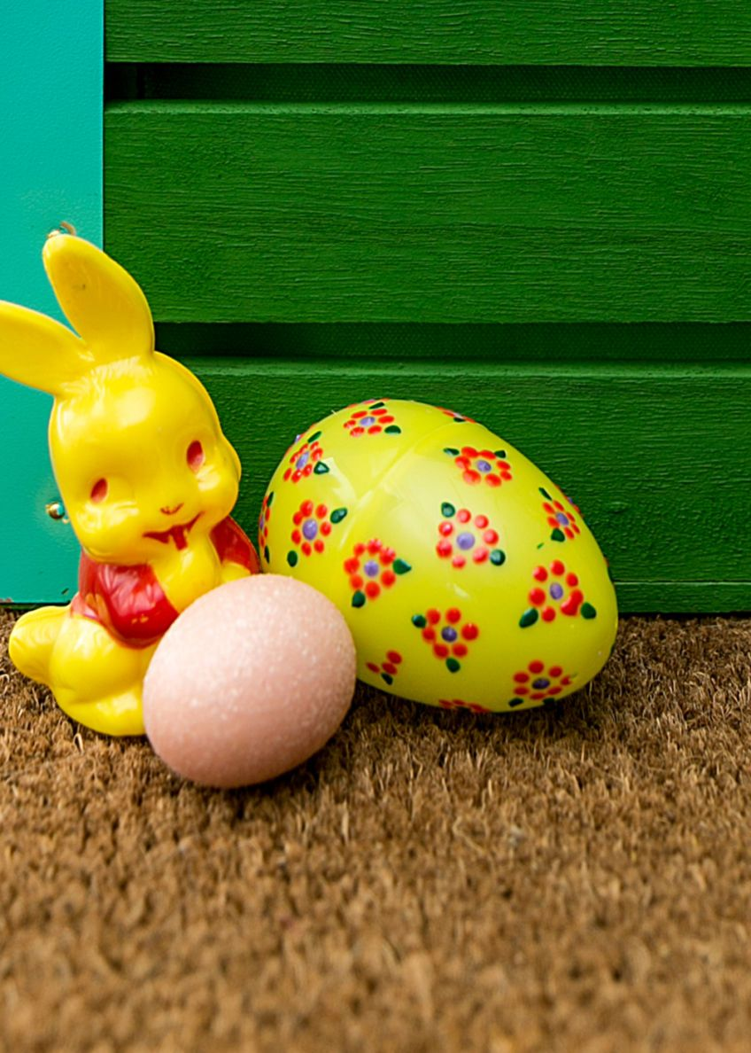 Spring Into Crafty Action With These Puffy Paint Plastic Easter