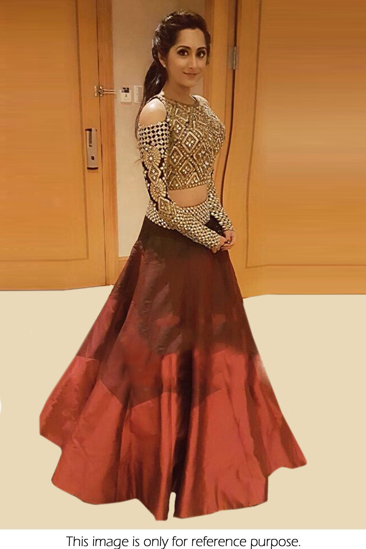 11efee6d03c7d Model IS Looking Sizzling Hot In The Designer Bollywood Saree. The Fusion  Of Digital Print Adds Charm To The Entire Fabric Made Of Banglori Silk .
