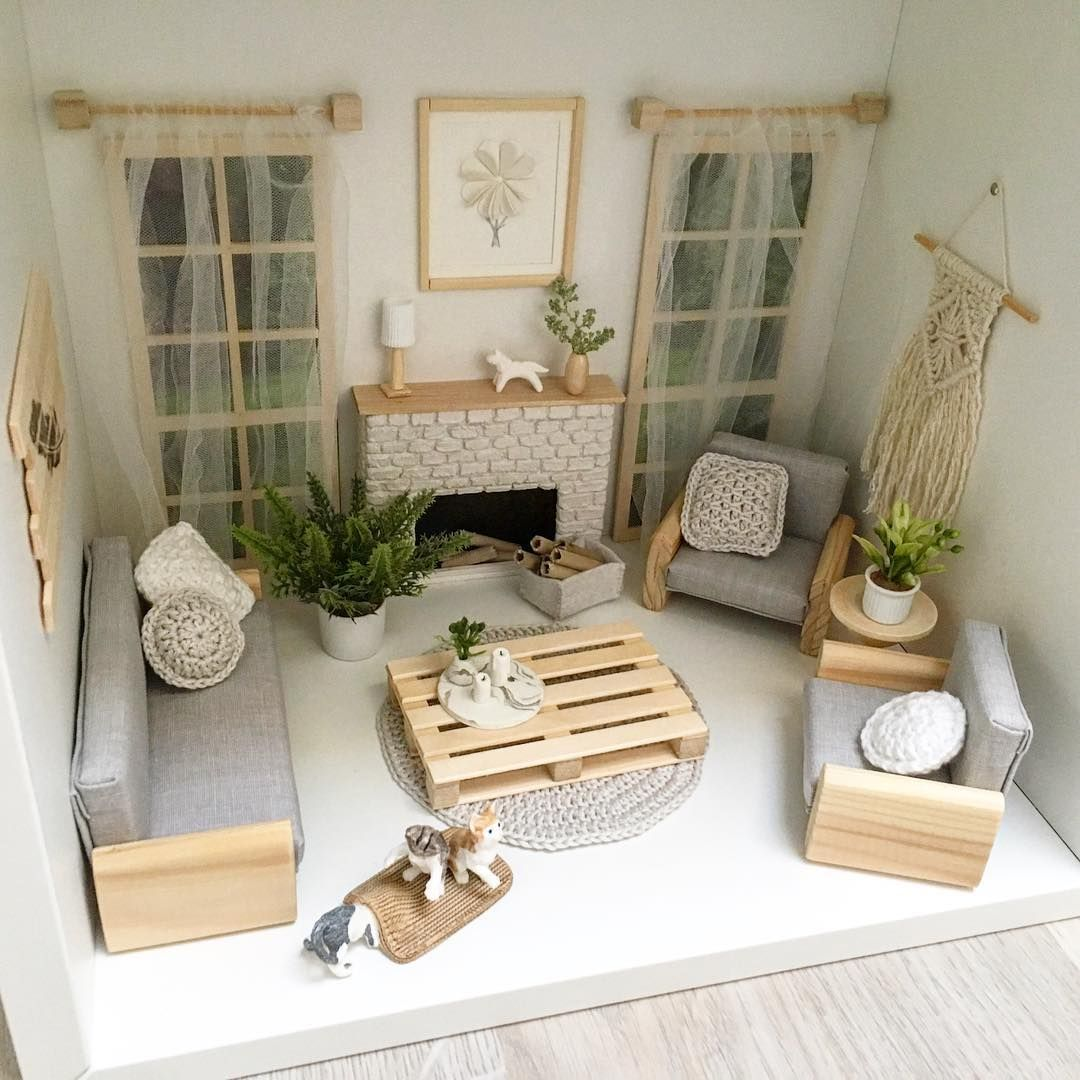 Absolutely in love this this palette coffee table! So much like the one I have at home. It was fun making it ☺️ ... Влюблена в этот столик-… #dollhousefurniture