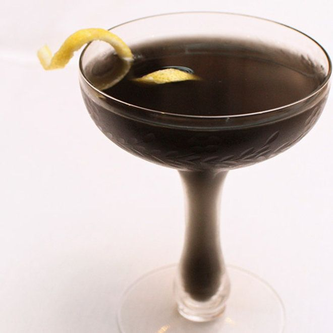 3 Pitch Black Cocktails Made with Charcoal | Cocktails und Ideen