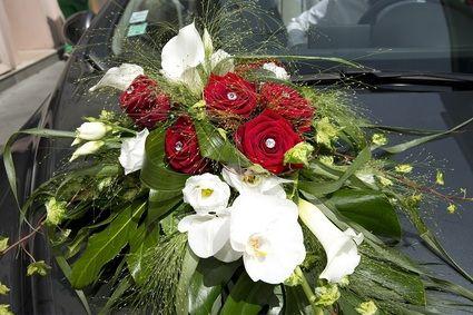 Composition florale mariage pour voiture recherche - Decoration florale voiture mariage ...