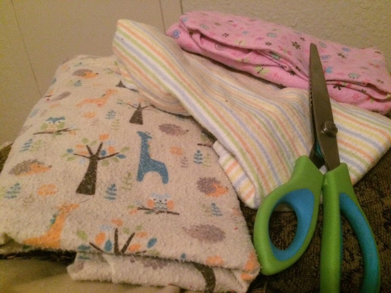 How to make cloth wipes out of old recieving blankets no sewing