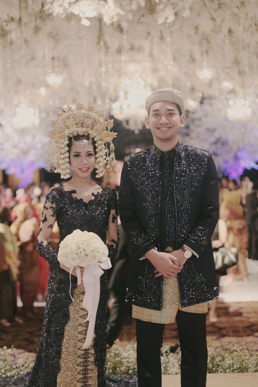 Cultural wedding idea | http://www.bridestory.com/blog/elegant-traditional-wedding-javanese-and-minang