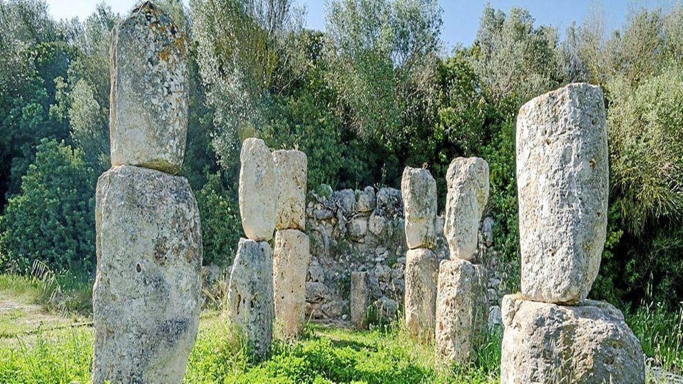 De los millones de turistas y locales que cada año visitan el norte de Mallorca, la gran mayoría acude atraído por la arena de sus playas y muy pocos por la historia de sus piedras