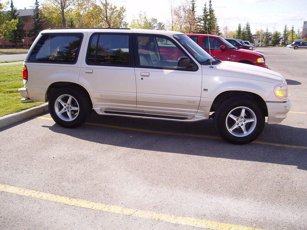 Car 6 White 1996 Ford Explorer Xlt