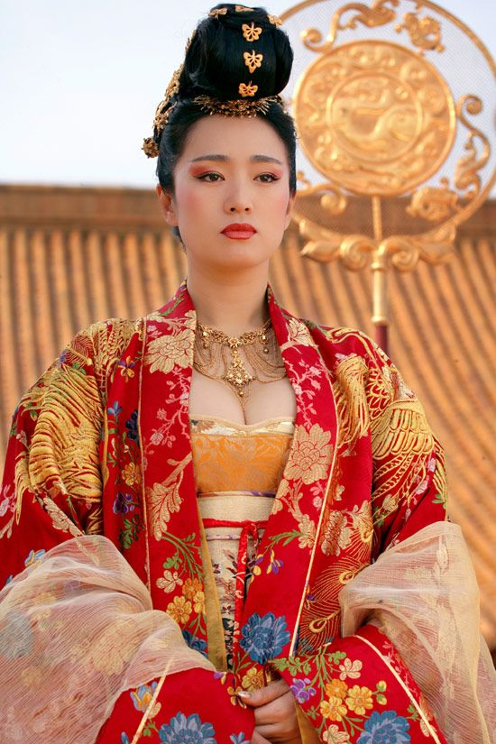 Pumped up and angry dramalar folk ve sanatsal i love watching curse of the golden flower just to see the beautiful costumes jewelry mightylinksfo