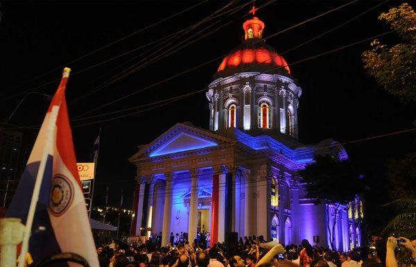 La Plaza de los Héroes con su Panteón El Panteón Nacional de los ...