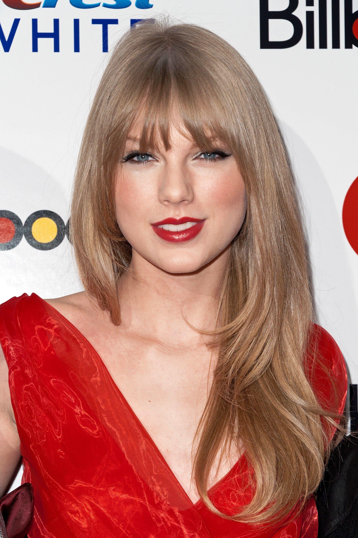 Taylor Swift S Hair Evolution Through The Years Taylor Swift Hair Color Hair Evolution Taylor Swift Hair