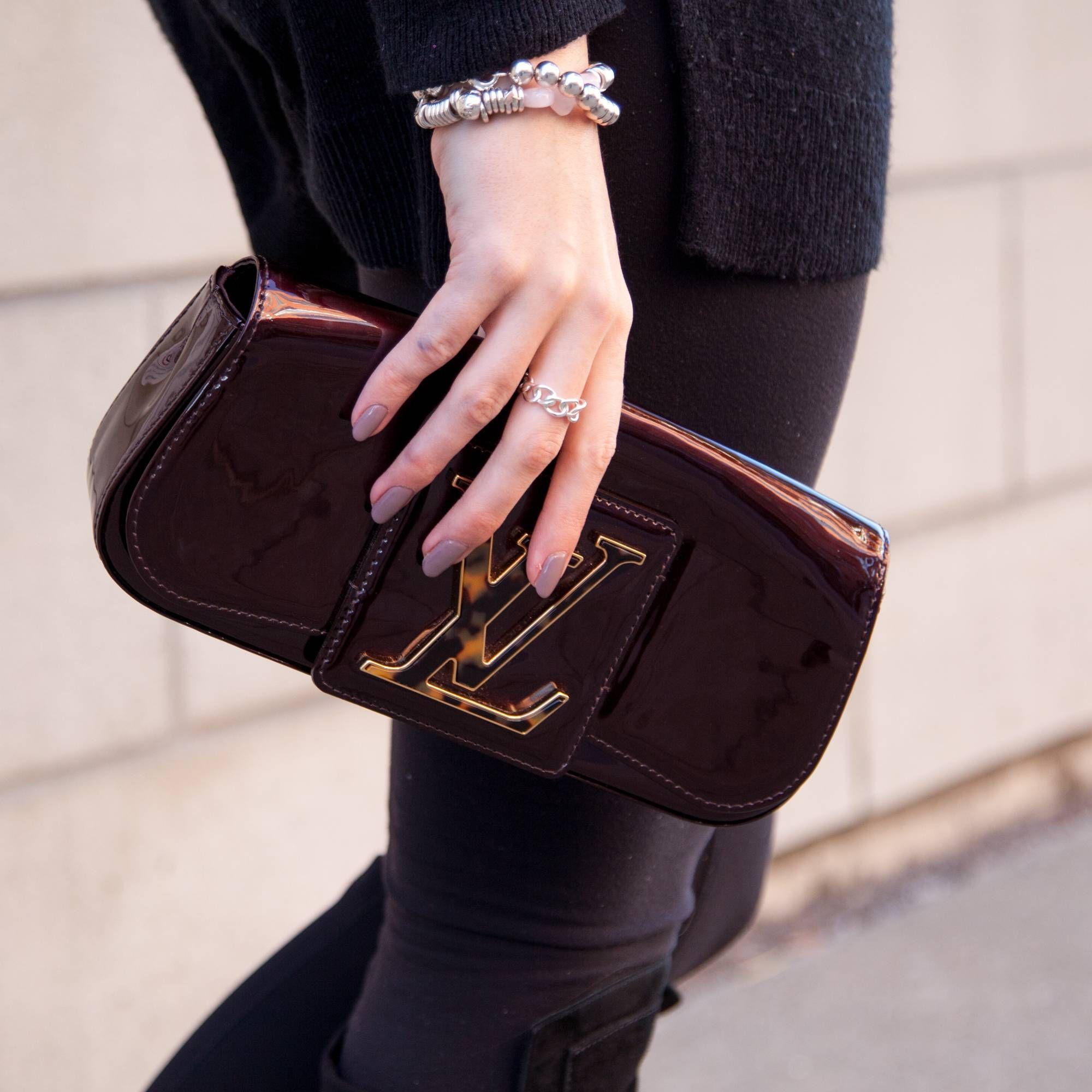 61cb31fad1e0 Louis Vuitton Sobe Clutch
