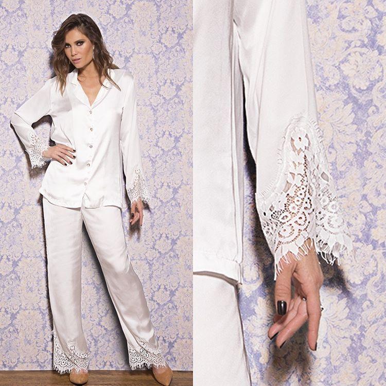 Com barras trabalhadas em renda, esse conjunto de pijama de cetim e camisa com botões da coleção Sublime é simplesmente magnífico! #dechelles #lingerie
