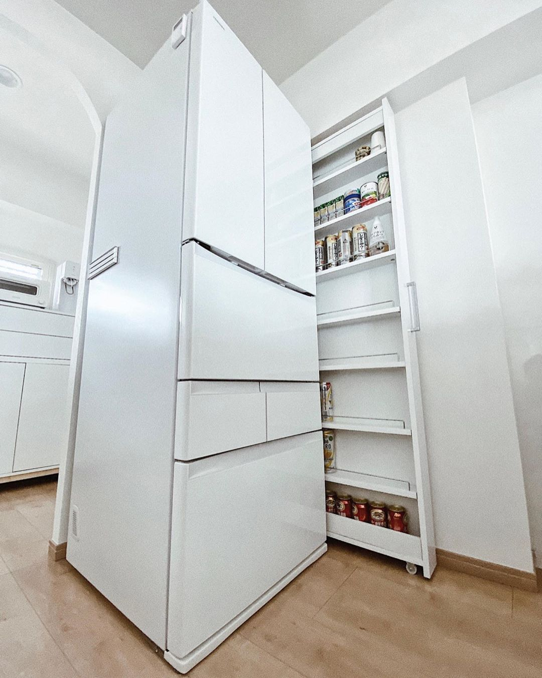 ウッドラック おしゃれまとめの人気アイデア Pinterest 渡瀬さくら 2021 クローゼット 収納 冷蔵庫 横 収納 キッチン 背面収納