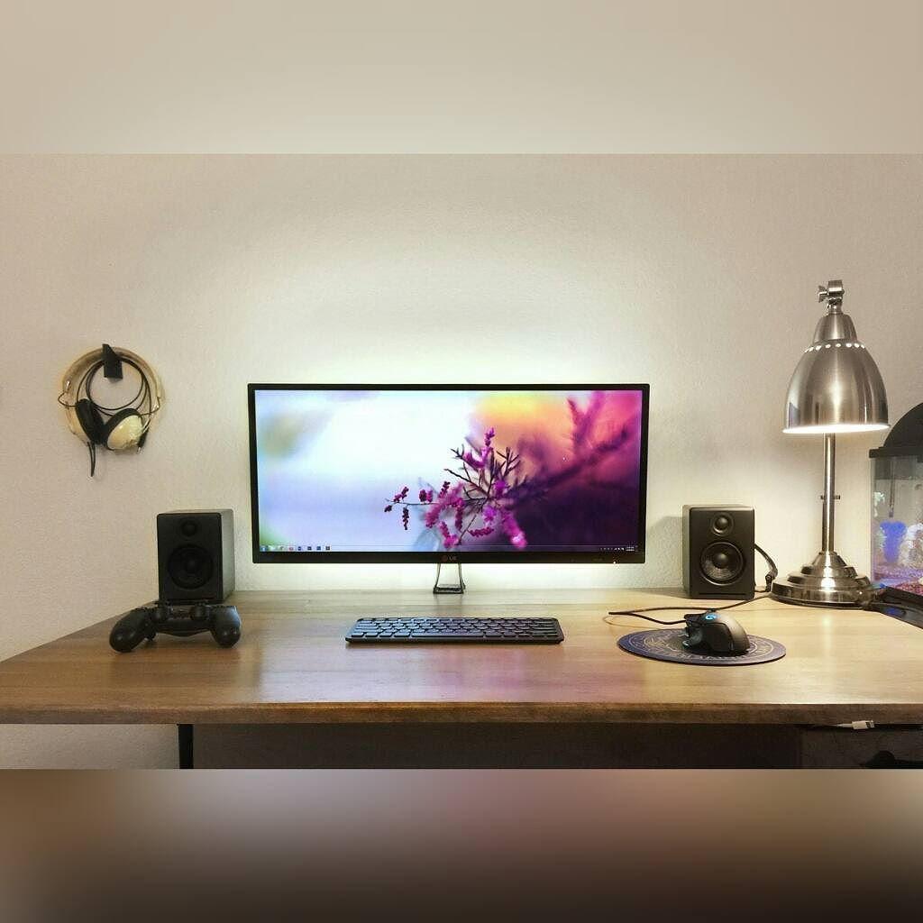 minimalism at its finest computer setup pinte. Black Bedroom Furniture Sets. Home Design Ideas