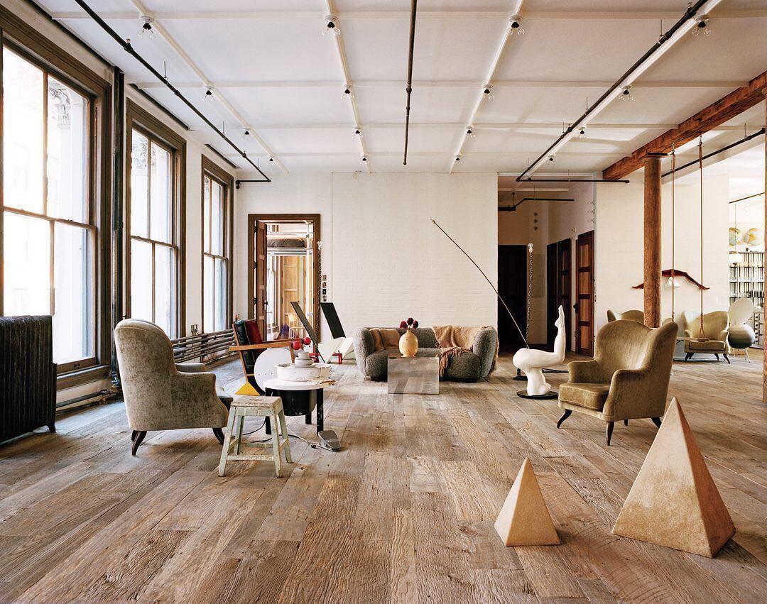 For Alexdebetak And Sofia Sanchez De Betak Chufy Their Old School Soho Loft Provides Espacios De Desvanes Apartamento En Manhattan Estilo De Sala De Estar