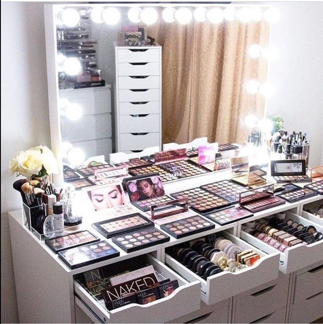 30 Beautiful Glam Room Ideas Glam Room Beauty Room Makeup Rooms