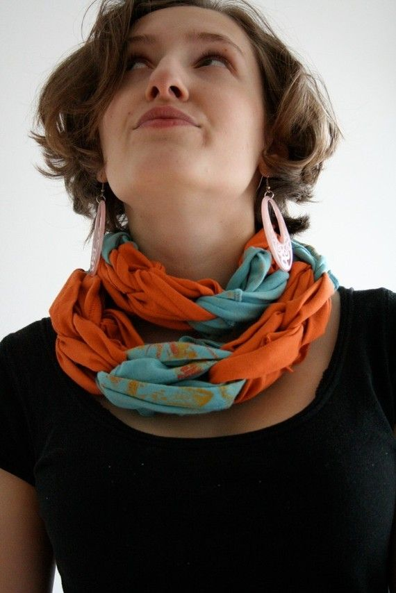cute t-shirt scarf! Looking for directions now!