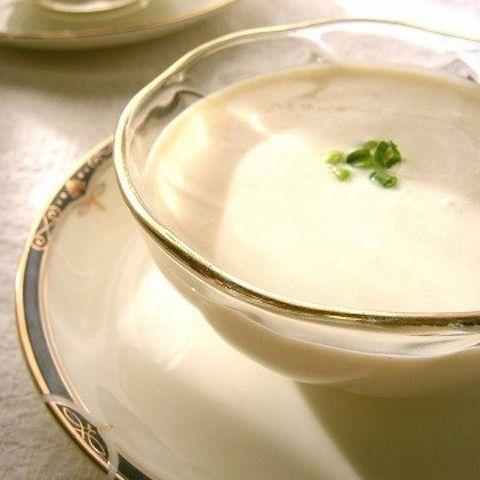 節約&滋養豊富な食材の代表格・豆腐で作るビシソワーズ風スープ。ヘルシー&なめらかで夏にぴったり!