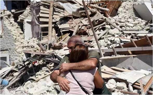 COMPROMISSO CONSCIENTE: Terremoto severo no centro da Itália arrasa com ci...